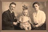 Oom_Jan_en_Tante_Dien_Ali_Kunzel_30-sept_1923_framed_1_.jpg